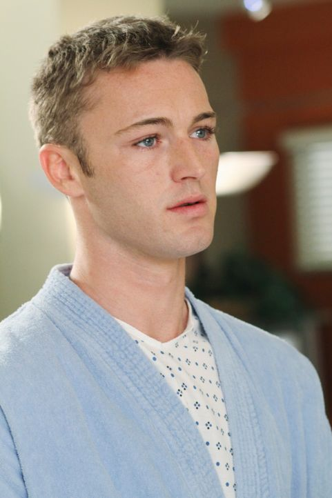 Alex' jüngerer Bruder Aaron (Jack McLaughlin) taucht mit einem Leistenbruch im Seattle Grace auf und Alex muss sich für eine kostenlose OP für ihn b... - Bildquelle: Touchstone Television