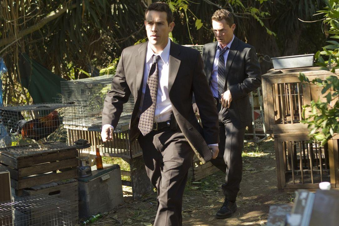 Detective Nate Moretta (Kevin Alejandro, l.) und Detective Sammy Bryant (Shawn Hatosy, r.) haben einen Kronzeugen, den sie bewachen sollten. Der Sta...