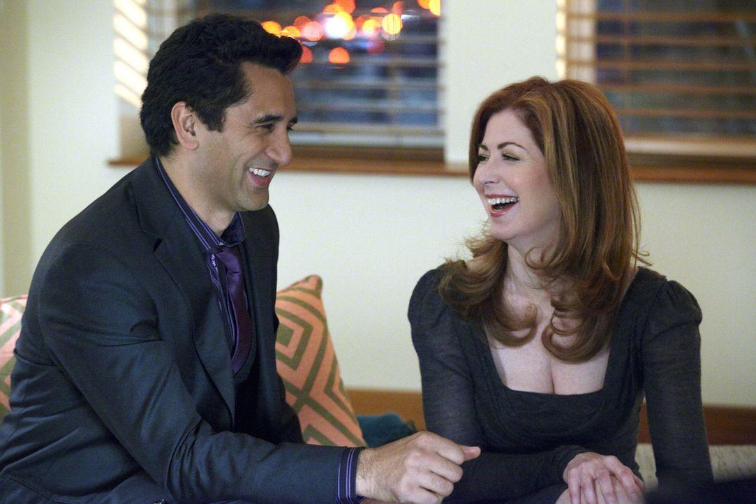 Verstehen sich blendend: Derek (Cliff Curtis, l.) und Megan (Dana Delany, r.) - Bildquelle: 2010 American Broadcasting Companies, Inc. All rights reserved.