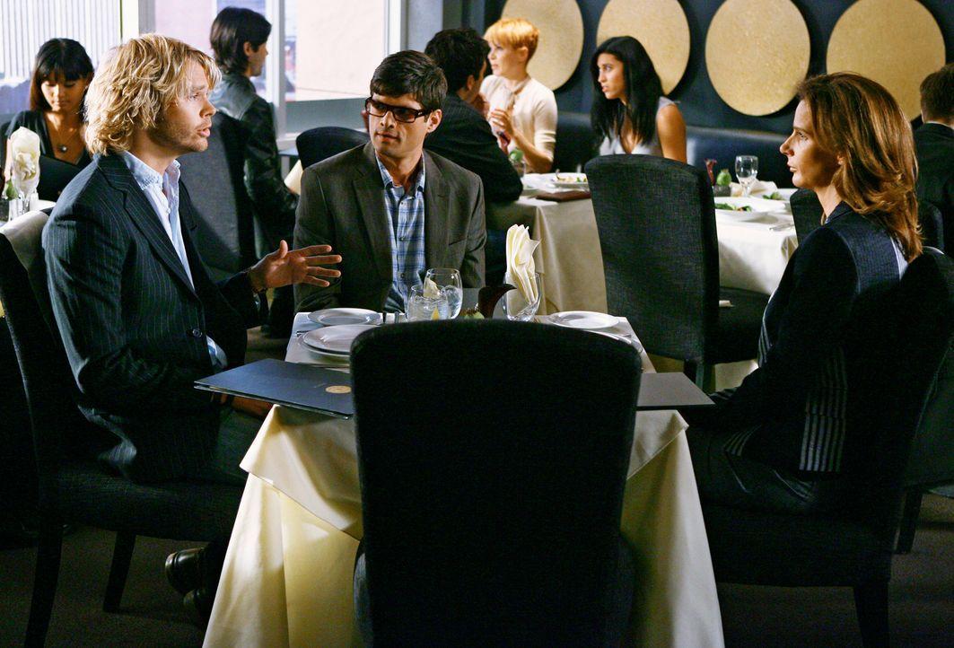 Verlockendes Jobangebot für Sarah (Rachel Griffiths, r.): Kyle DeWitt (Eric Christian Olsen, l.) und Ethan Travis (Will McCormack, M.) ... - Bildquelle: 2008 ABC INC.