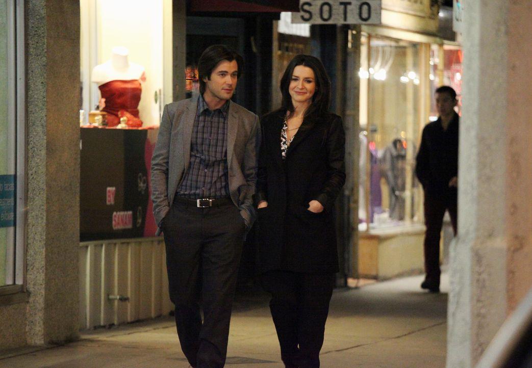 Für einen Eingriff arbeitet Amelia (Caterina Scorsone, r.) mit James (Matt Long, l.) zusammen, was überraschend zu einem gemeinsamen Dinner führt... - Bildquelle: ABC Studios