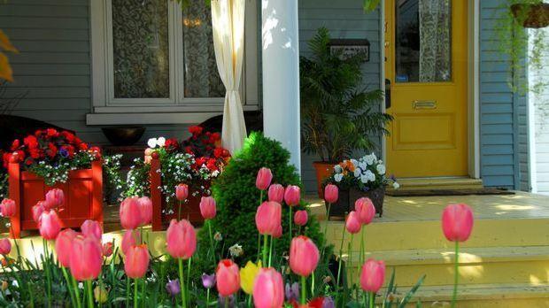 Der Hauseingang bietet sich als Deko-Zone Ostern geradezu an.
