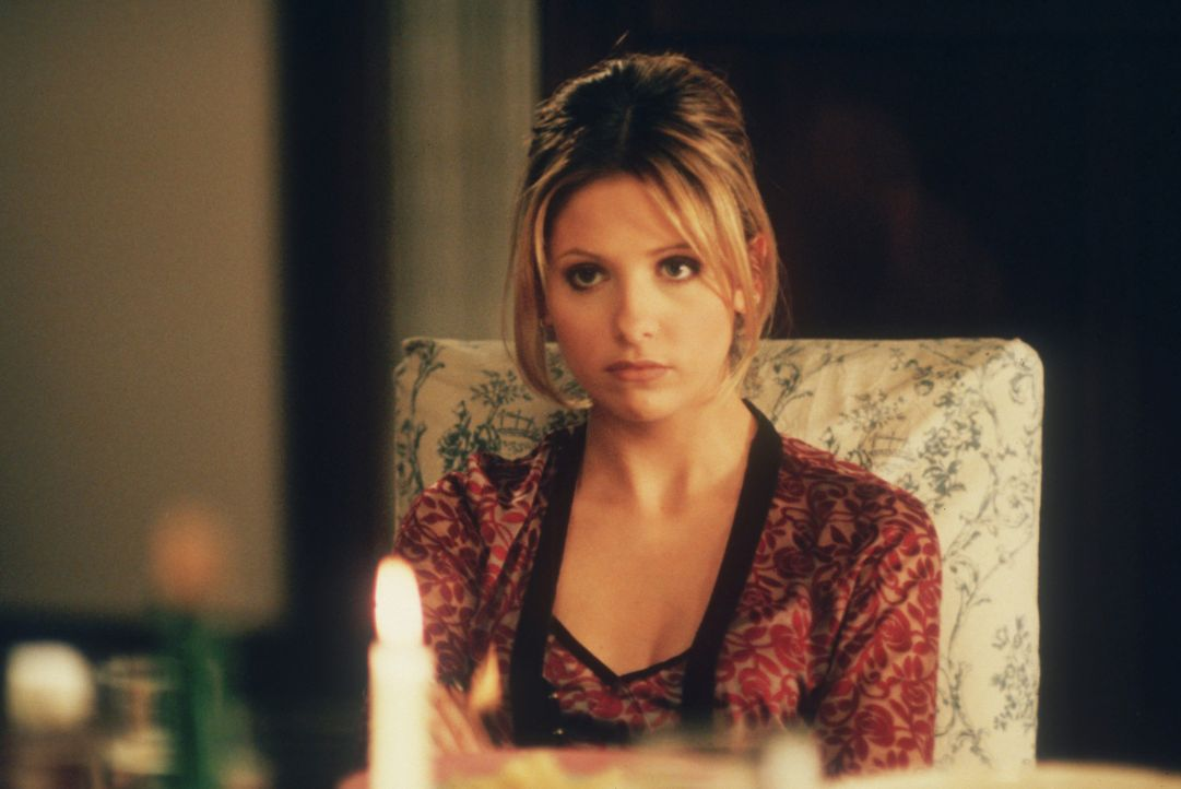Buffys (Sarah Michelle Gellar) Mutter Joyce hat einen Freund, den Computerfachmann Ted Buchanan. Leider kann Buffy die Begeisterung ihrer Freunde ni... - Bildquelle: TM +   2000 Twentieth Century Fox Film Corporation. All Rights Reserved.