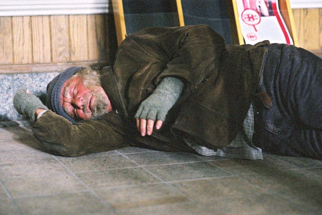 Max (Peter Falk), ein guter Engel im Dienst des Himmels, eilt einer Familie in Not zu Hilfe ... - Bildquelle: TM &   2012 CBS Studios Inc. All Rights Reserved.