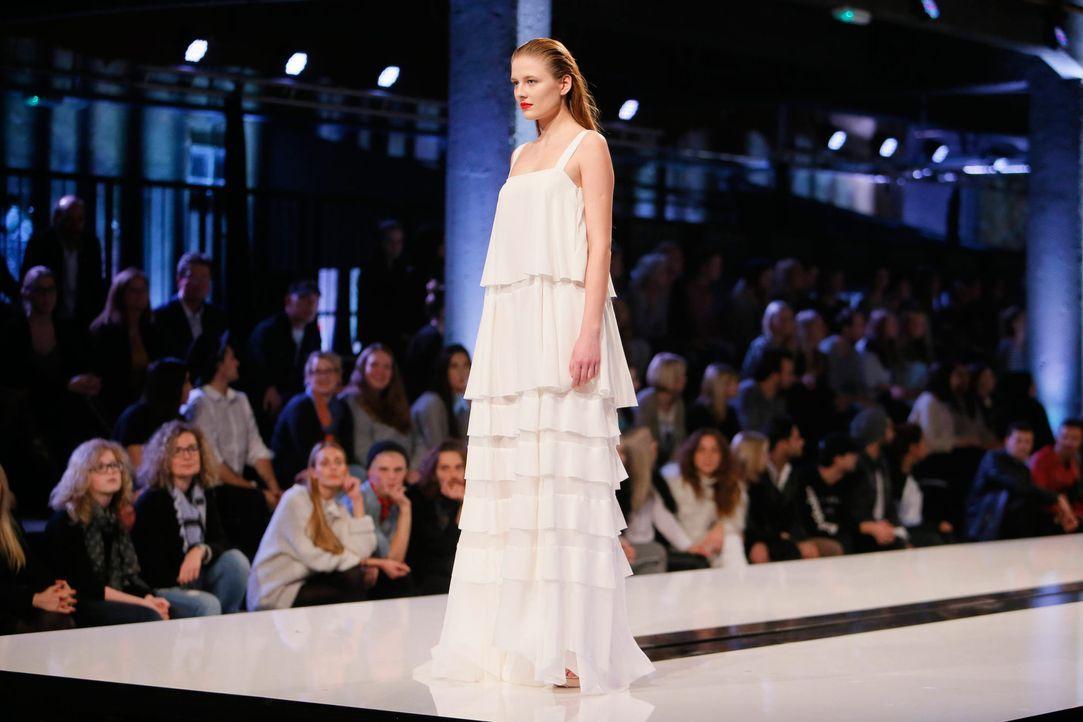 GNTM-Stf11-Epi01-erste-fashion-show-45-ProSieben-Huebner-TEASER - Bildquelle: ProSieben/Richard Huebner