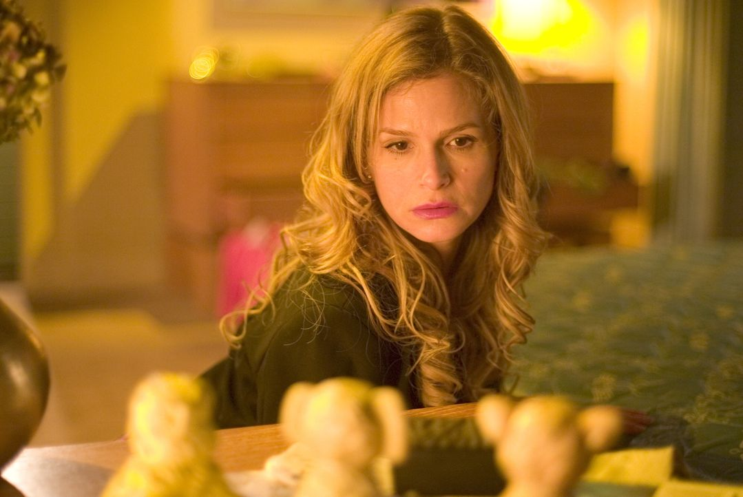 Als die Tochter der Kongressabgeordneten Simmons vergewaltigt und ermordet aufgefunden wird, ahnt Brenda (Kyra Sedgwick) noch nicht, was sie erwarte... - Bildquelle: Warner Brothers Inc.