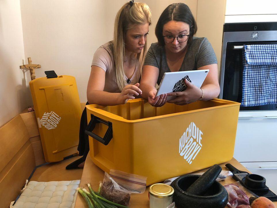 Alexandra und Camilla kochen oft zusammen, aber Fisch gab es bei ihnen noch nie ... - Bildquelle: kabel eins
