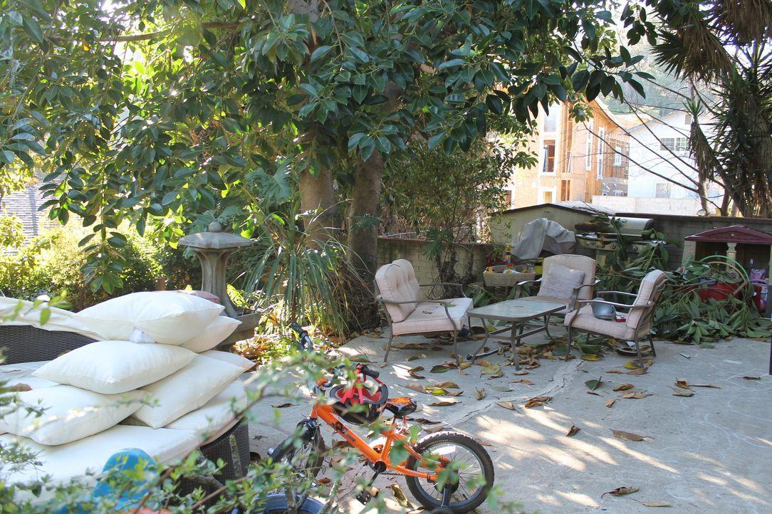 Damit sich auch die Kinder im Garten austoben können, wollen Brian und Kimmie gemeinsam mit Sara den Garten auf Vordermann bringen ... - Bildquelle: 2013, DIY Network/Scripps Networks, L.L.C. All rights Reserved