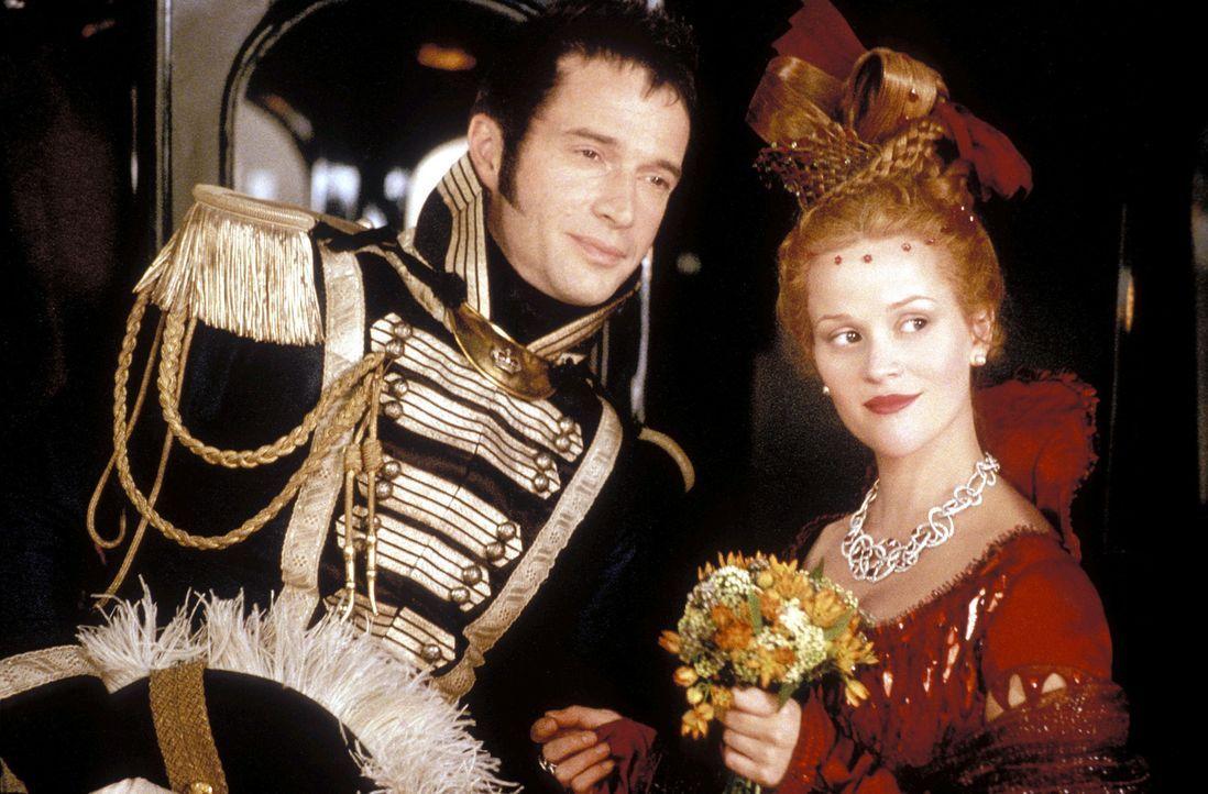 Becky Sharp (Reese Witherspoon, r.) wickelt den leichtsinnigen und spielsüchtigen Dragoneroffizier Rawdon Crawley (James Purefoy, l.) schon bald um... - Bildquelle: Granada Film Productions