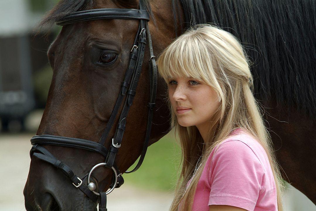 Seit ihrer Kindheit ist Vic (Sonja Gerhardt) eine begeisterte Reiterin. Leider teilt ihr Freund Lars diese Leidenschaft nicht. Da taucht plötzlich e... - Bildquelle: Walt Disney Studios Motion Pictures