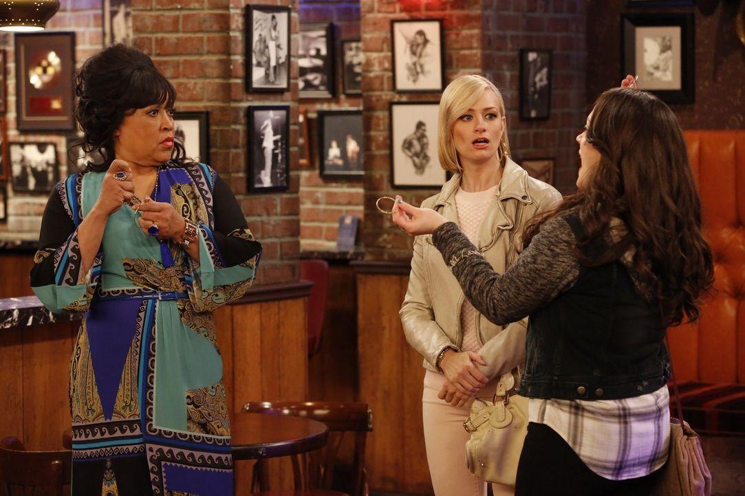 Wollen Clubbesitzerin Ruby (Jackee Harry, l.) überreden, dass sie Earl in ihrem Laden auftreten lässt, obwohl dieser sie damals ganz fies betrogen h... - Bildquelle: 2015 Warner Brothers