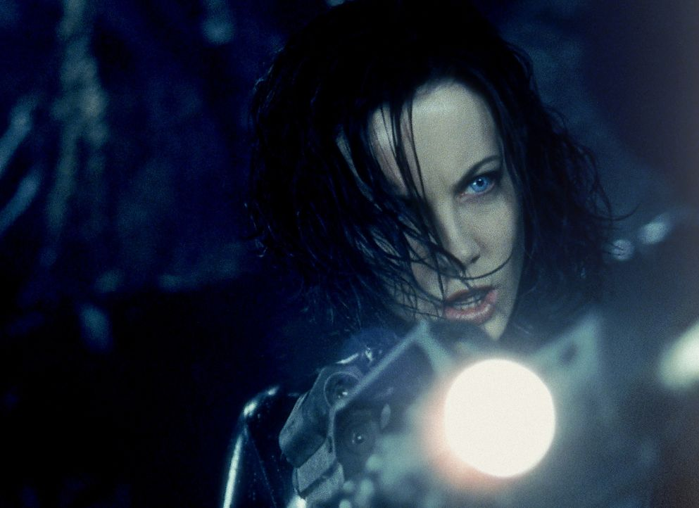 Gerät in einen Machtkampf um Leben und Tod: Vampirin Selene (Kate Beckinsale) ... - Bildquelle: Sony Pictures Television International. All Rights Reserved.