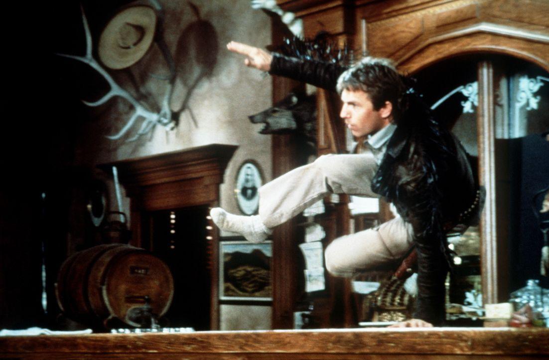 Der Großgrundbesitzer McKendrick beherrscht den kleinen Ort Silverado - bis Jake (Kevin Costner) und dessen Brüder in die Stadt ziehen ... - Bildquelle: Columbia Pictures