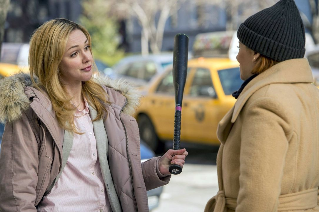 Zusammen versuchen sie, einen Mörder zu fassen: Frankie (Meg Steedle, l.) und Laura (Debra Messing, r.) ... - Bildquelle: Warner Bros. Entertainment, Inc.