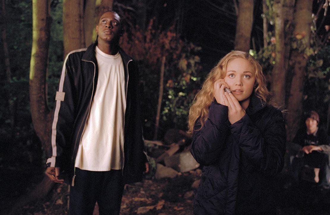 Wollen die Prüfungsaufgaben klauen: die Streberin Anna Ross (Erika Christensen) und der Basketballspieler Desmond (Darius Miles) ... - Bildquelle: Paramount Pictures