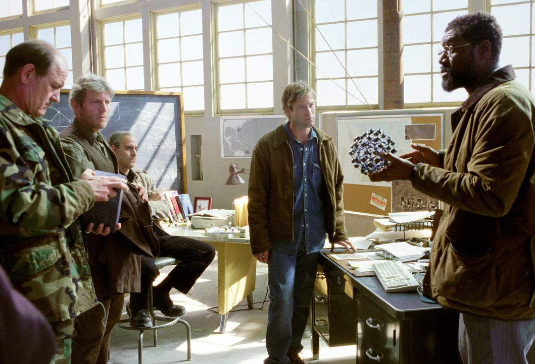 Krisenstab (v.l.n.r.: Richard Jenkins, Tchéky Karyo, Stanley Tucci, Aaron Eckhart, Delroy Lindo) ... - Bildquelle: TM & Copyright   2003 by Paramount Pictures. All Rights Reserved.
