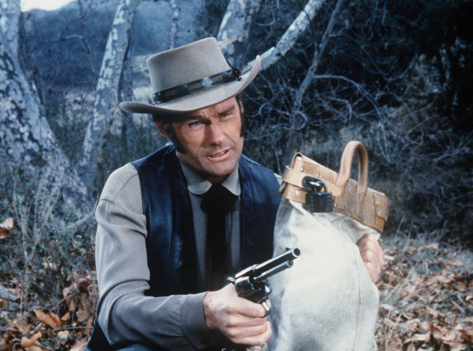 Nachdem ein Geldtransport überfallen wurde, findet Wade McPhail (Ron Hayes) Little Joe am Tatort vor. - Bildquelle: Paramount Pictures