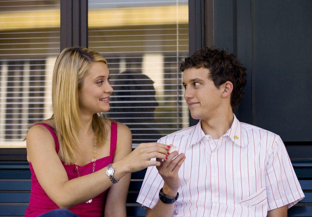 """Haben wichtige Entscheidungen zwischen """"richtig"""" und """"falsch"""" zu treffen: Rusty (Jacob Zachar, r.) und Casey (Spencer Grammer, l.) ... - Bildquelle: 2007 ABC FAMILY. All rights reserved. NO ARCHIVING. NO RESALE."""