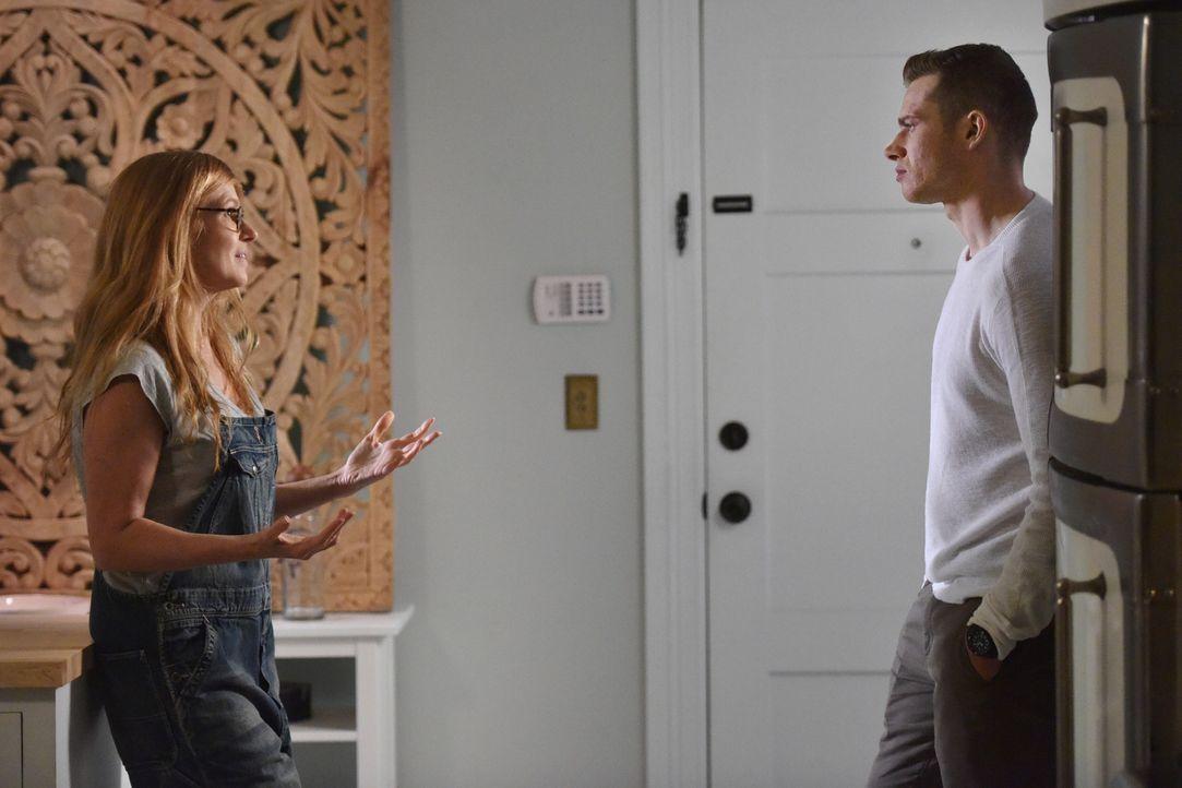 Wird das erste persönliche Aufeinandertreffen von Abby (Connie Britton, l.) und Buck (Oliver Stark, r.) ihr Beziehung zueinander verändern? - Bildquelle: 2018 Fox and its related entities.  All rights reserved.