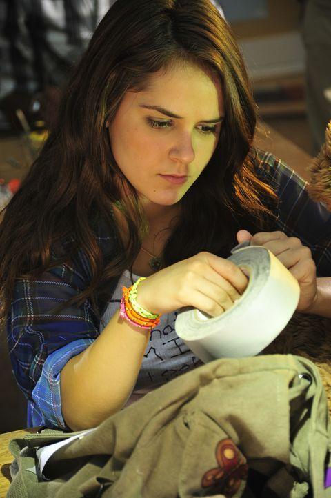 Riley Jones (Shanley Caswell) hat nur einen Wunsch: Sie will die Highschool überleben! Als Mauerblümchen und Unglücksrabe steht sie stets im Mittelp... - Bildquelle: 2011 Detention Films, LLC. All Rights Reserved.