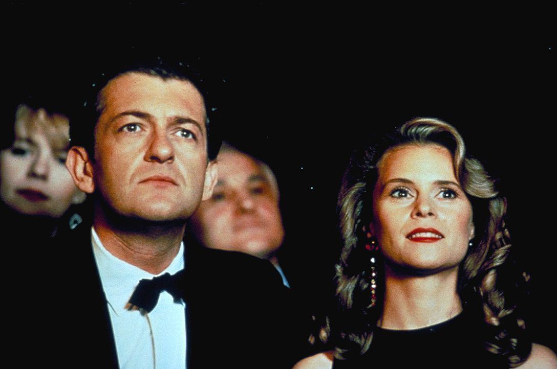 Alptraum: Als Kommissar Robert Lanz (Dominic Raacke, l.) mit seiner Frau Karen (Leslie Malton, r.) einen Kurzurlaub in Wien verbringt, terrorisiert... - Bildquelle: ProSieben