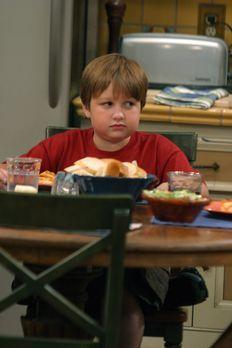 Two and a Half Men - Jake (Angus T. Jones) ist sehr beeindruckt von dem neuen...
