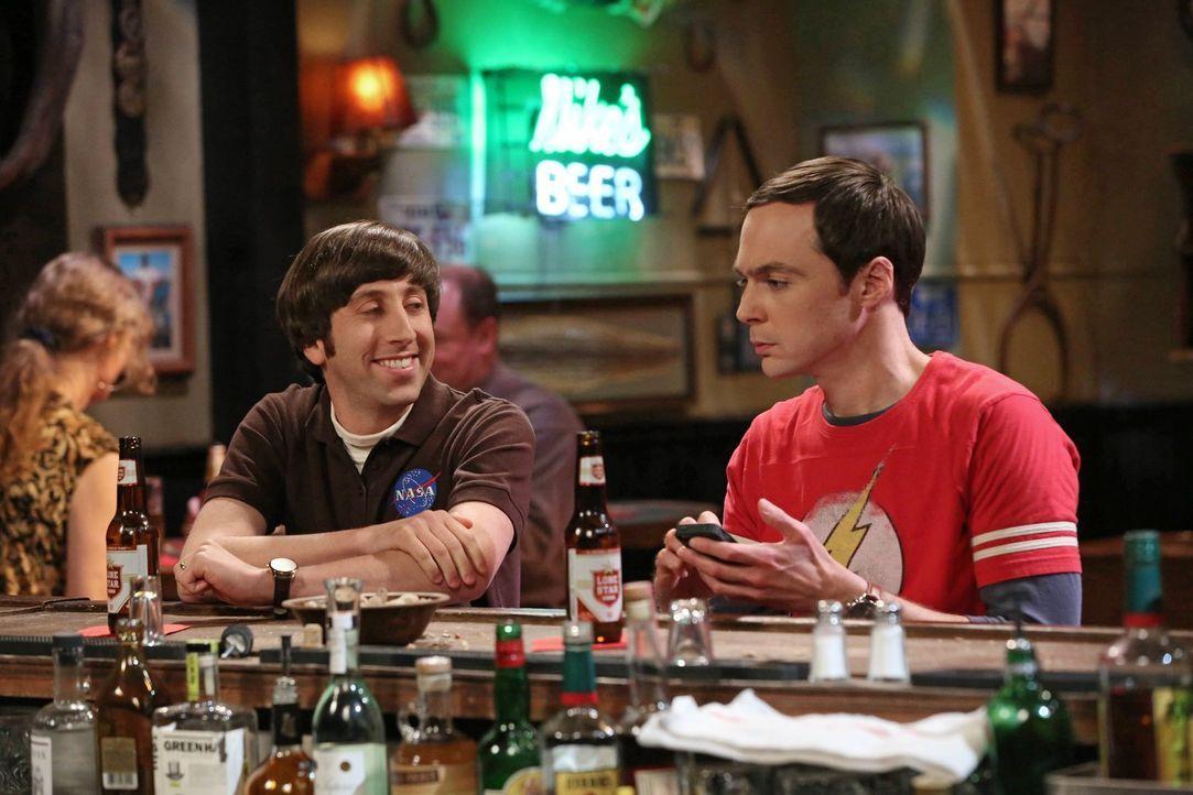 Ein Überraschungsbesuch, der im Schock endet: Howard (Simon Helberg, l.) und Sheldon (Jim Parsons, r.) ... - Bildquelle: Warner Brothers