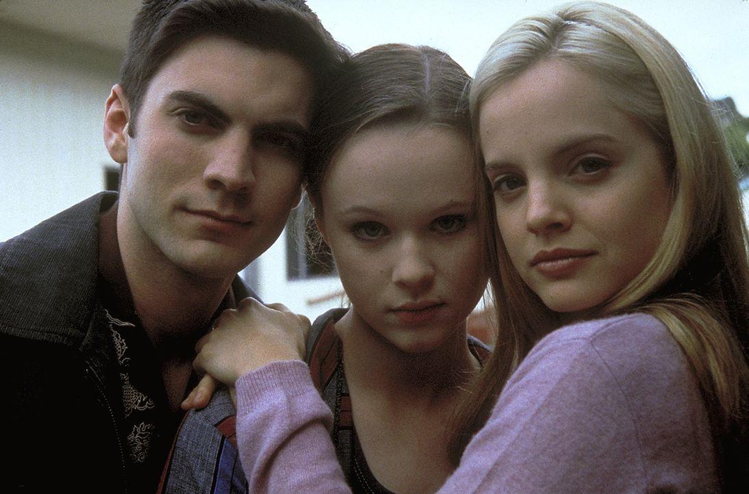 Für die Jugendlichen Jane (Thora Birch, M.), Ricky (Wes Bentley, l.) und Angela (Mena Suvari, r.) beginnt ein neues Kapitel ihres Lebens ... - Bildquelle: Lorey Sebastian TM+  1999 DreamWorks LLC. All Rights Reserved.