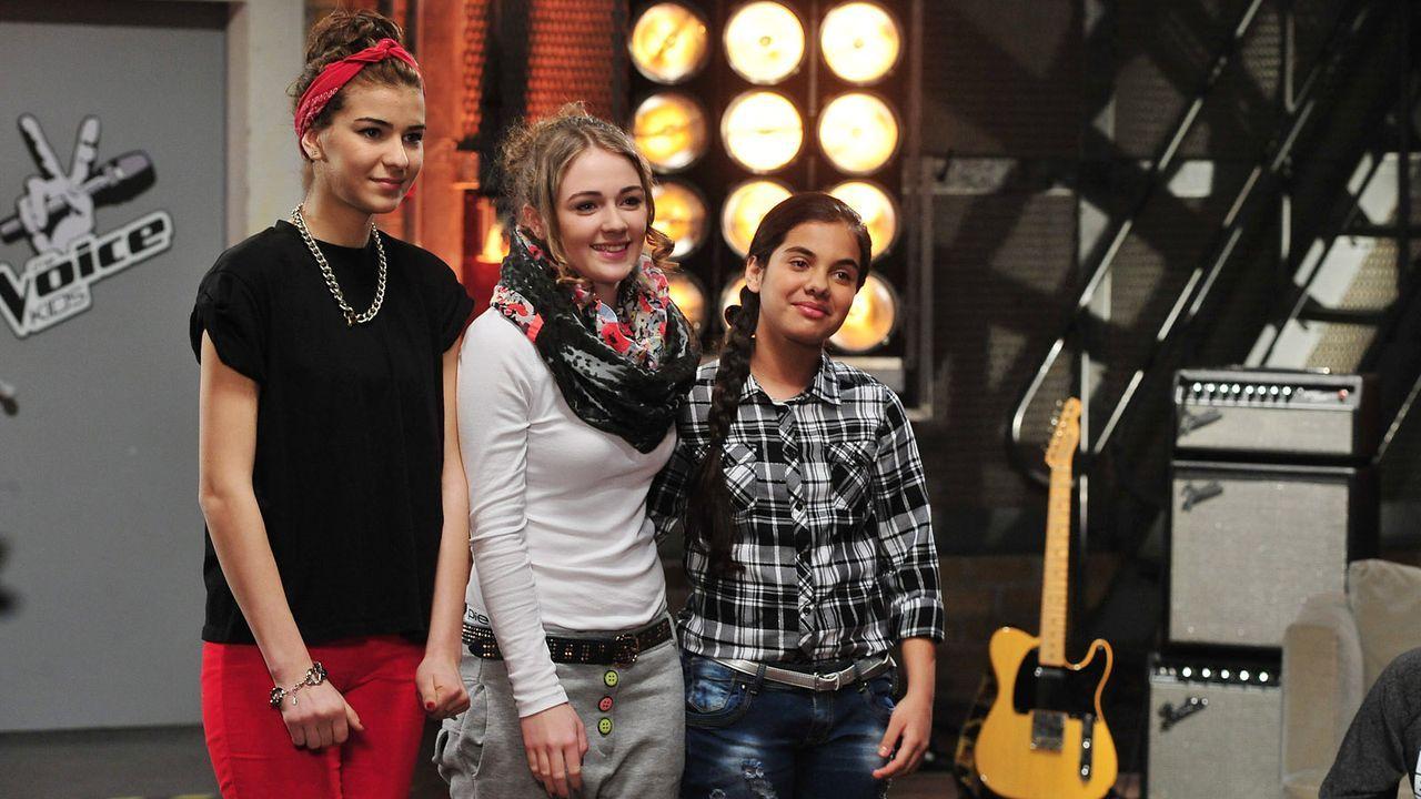 The-Voice-Kids-Stf02-Epi05-Melissa-Naomi-Ilayda-1-SAT1-Andre-Kowalski - Bildquelle: SAT.1/Andre Kowalski