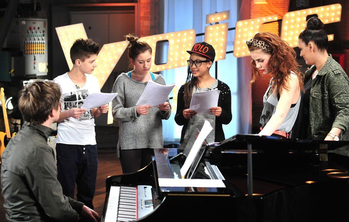 The-Voice-Kids-Stf02-Epi06-Naomi-Selma-Lukas-92-SAT1-Andre-Kowalski - Bildquelle: SAT.1/Andre Kowalski