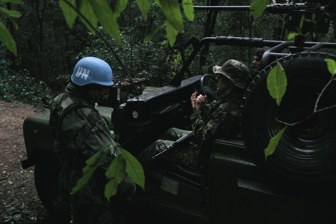 """Im Jahr 2000 konnten 150 britische Soldaten in Sierra Leone Schlimmeres verhindern und eine Geiselnahme durch Rebellen beenden. """"Spezialeinheiten im... - Bildquelle: James Leigh 2008 DANGEROUS FILMS"""