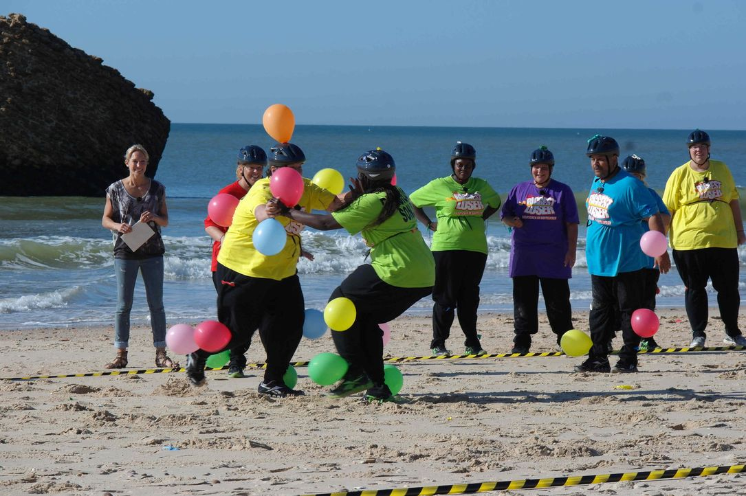 Bei der Luftballonjagd hat jeder Kandidat zehn Ballons am Körper befestigt, die er vor den anderen Teilnehmern in Sicherheit bringen muss. Eine gnad... - Bildquelle: Enrique Cano SAT.1