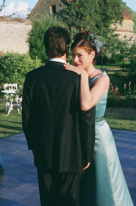 Kat (Debra Messing, l.) hat einen ungewöhnlichen Plan, um ihren Ex auf der Hochzeit ihrer Schwester eifersüchtig zu machen. - Bildquelle: Gold Circle Films