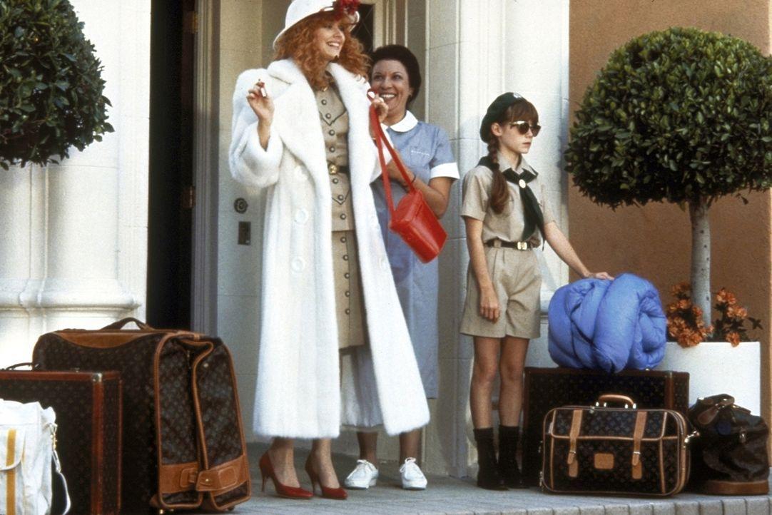 Luxusweibchen Phyllis (Shelley Long, l.) will ihrer Pfadfinder-Tochter Hannah (Jenny Lewis, r.) in die freie Natur folgen ... - Bildquelle: Columbia Pictures