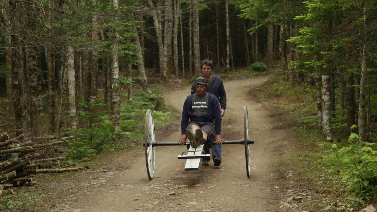 Andrew (hinten) und Kevin (vorne) sind gespannt: Wird ihr Plan am Ende aufgehen oder werden sie am Ende im See versinken? - Bildquelle: Brojects Ontario Ltd./Brojects NS Ltd