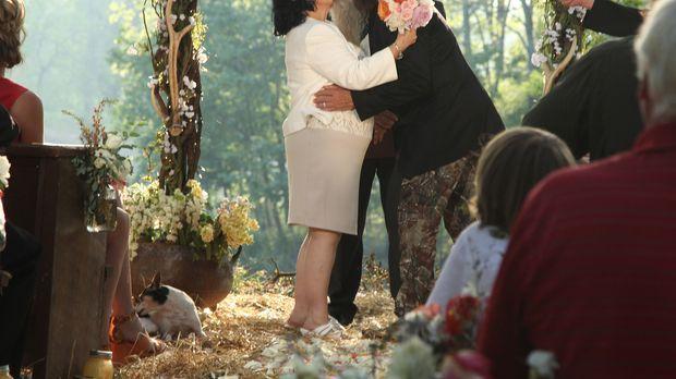 Weil Kay (l.) und Phil (r.) nie eine richtige Hochzeitszeremonie hatten, plan...