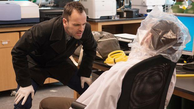 Der berühmte Krebsforscher Barry Granger (Jason Danieley, r.) wurde tot in se...
