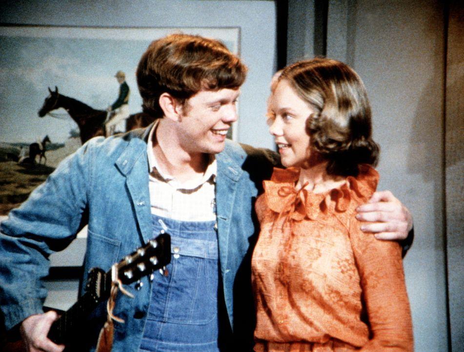Jason Walton (Jon Walmsley, l.) hat sich in Curts Schwester Vanessa  (Linda Purl, r.) verliebt ... - Bildquelle: WARNER BROS. INTERNATIONAL TELEVISION