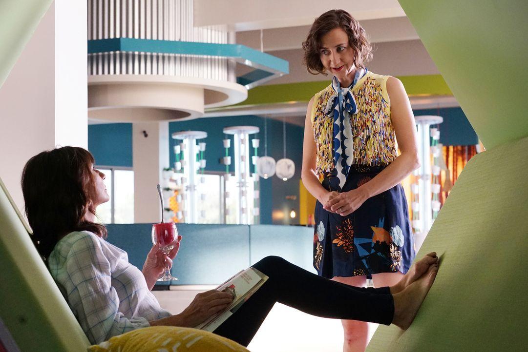 Carol (Kristen Schaal) geht mit einer großen Bitte zu Gail (Mary Steenburgen, l.). Wie wird diese darauf reagieren? - Bildquelle: 2016 Fox and its related entities. All rights reserved.