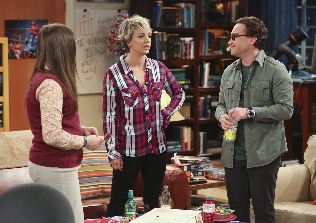 Sind sich nicht immer einig: Leonard (Johnny Galecki, r.), Penny (Kaley Cuoco, M.) und Amy (Mayim Bialik, l.) ... - Bildquelle: Warner Bros. Television