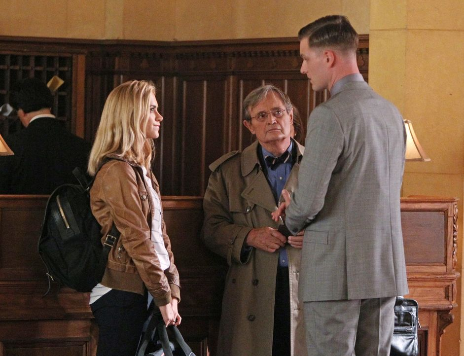 Godfrey (Matt Burns, r.) und Bishop (Emily Wickersham, l.) begleiten Ducky (David McCallum, M.) auf seiner Reise in seine eigene Vergangenheit ... - Bildquelle: Sonja Flemming 2014 CBS Broadcasting, Inc. All Rights Reserved