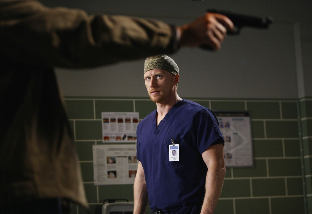 Gary Clark (Michael O'Neill, l.) will sich an Derek für den Tod seiner Frau rächen. Um ihn zu finden schreckt der Todesschütze vor nichts zurück. Wi... - Bildquelle: Touchstone Television