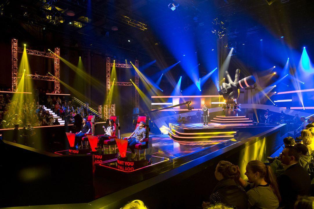 """In drei """"Blind Auditions"""" präsentieren sich die jungen Sängerinnen und Sänger den drei Coaches Tim Bendzko, Lena Meyer-Landrut und Henning Wehlan... - Bildquelle: Richard Hübner SAT.1"""