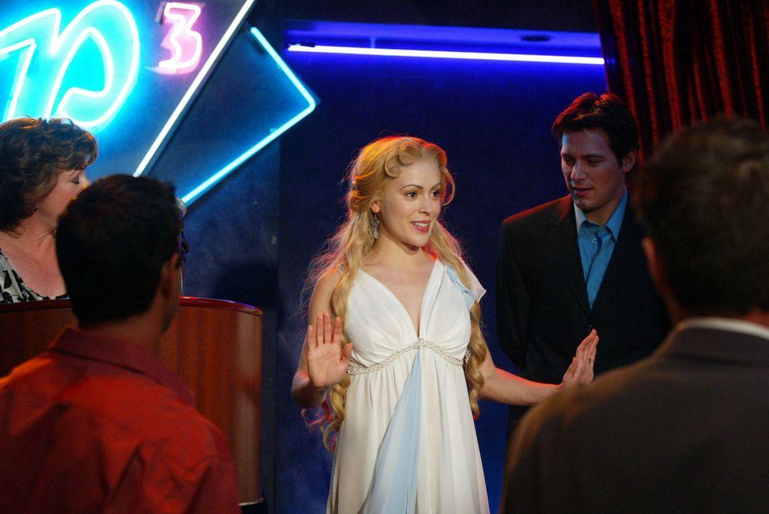 Phoebe (Alyssa Milano, M.) wird die Göttin der Liebe ... - Bildquelle: Paramount Pictures
