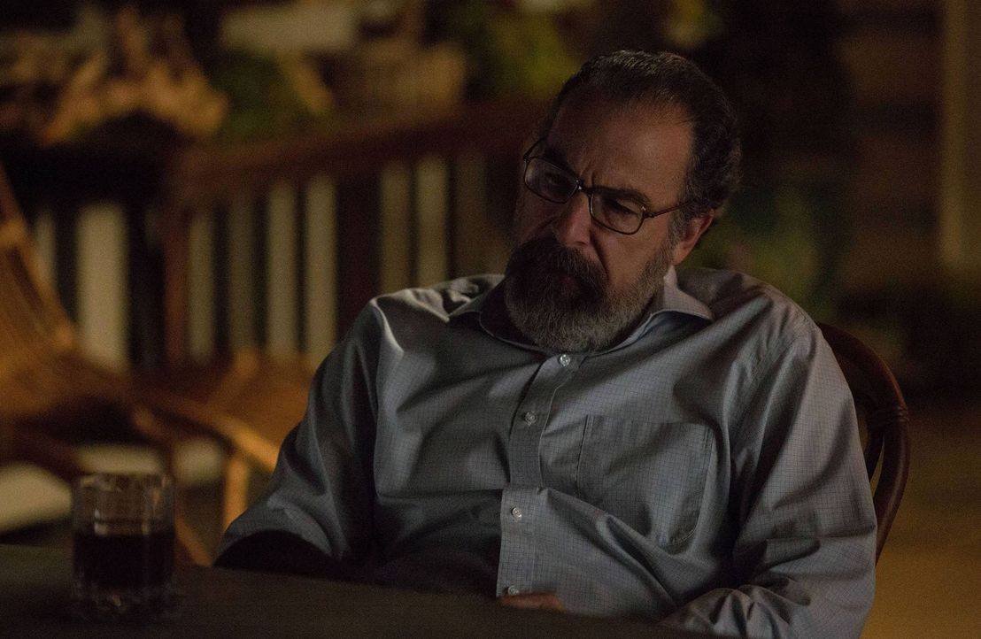 Wird Saul (Mandy Patinkin) Carrie helfen? - Bildquelle: 2013 Twentieth Century Fox Film Corporation. All rights reserved.