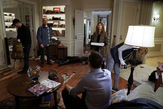 Torres (Wilmer Valderrama, l.), Gibbs (Mark Harmon, 2.v.l.), Quinn (Jennifer...