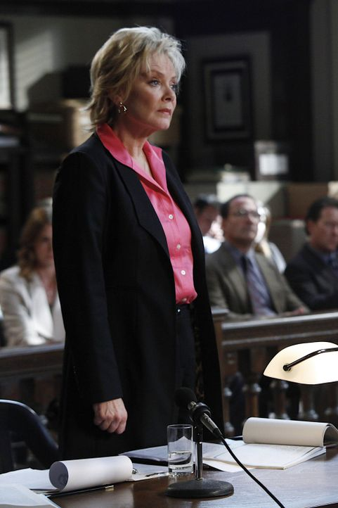Harry verteidigt ihren früheren Kollegen Eric Sanders vor Gericht. Dieser wird angeklagt, seine Frau ermordet zu haben. Und da dieser Fall besonder... - Bildquelle: Warner Bros. Television