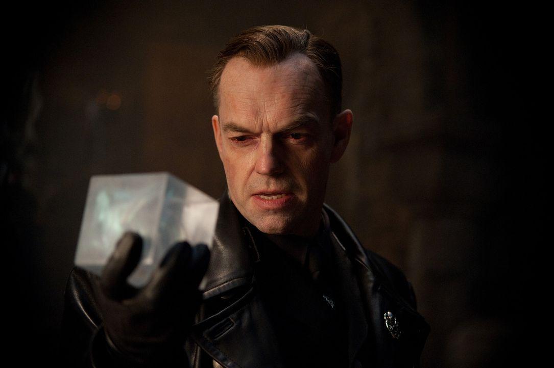 Auch der skrupellose Nazi Johann Schmidt (Hugo Weaving) .erhielt mal eine Dosis des Superserums. Doch da er ein rücksichtsloser Machtmensch ist, ve... - Bildquelle: TM &   2011 Marvel Entertainment, LLC & subs. All Rights Reserved.
