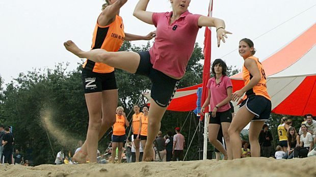 Beachhandball-dpa---Bildfun
