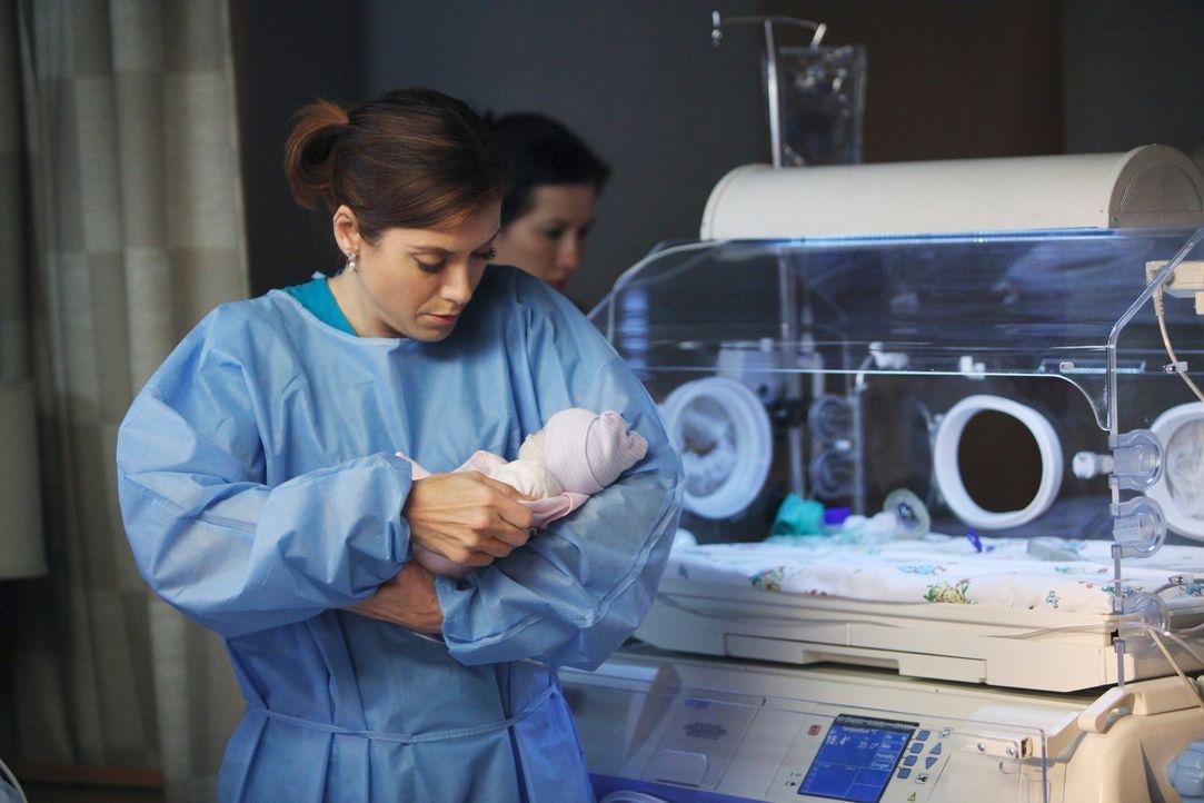 Versucht alles um Leben zu retten: Addison (Kate Walsh) ... - Bildquelle: ABC Studios